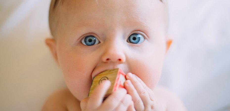 Czym są skoki rozwojowe? Najważniejsze momenty w pierwszym roku życia dziecka