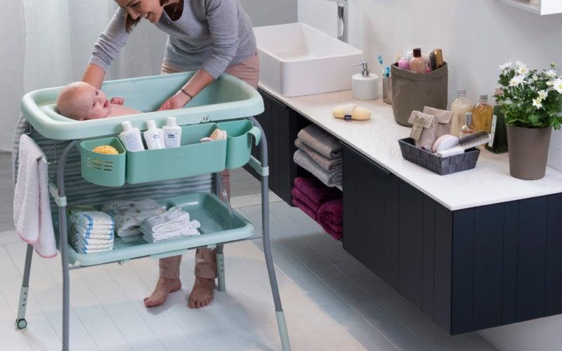 Pierwsza kąpiel niemowlaka. Jak się do niej przygotować?
