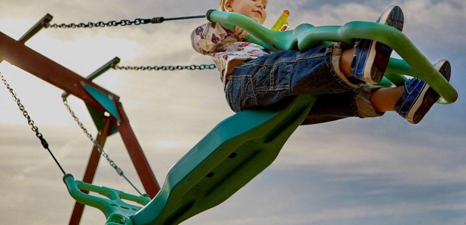 Jak zaprojektować dziecięcy plac zabaw?